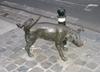 Владельцам собак в Триесте за «поливание» колес автомобиля их питомцами грозит ш