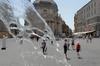 В Риме в самые жаркие часы прохожим раздают воду