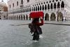 В Венеции «высокая вода» затопила 37% города