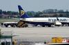 В аэропорту Пизы пассажир вышел из самолета в момент взлета