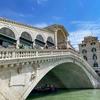 В Венеции завершилась реставрация моста Риальто