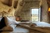 Кельи в пещерах вместо номеров в отелях: мистический опыт для туристов в Матере