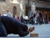 Просящие милыстыню лежа были оштрафованы на 160 евро