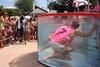 В Риччоне прошло соревнование на самый долгий подводный поцелуй