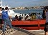 У берегов Лампедузы загорелась лодка с 500 мигрантами