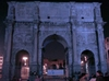Арка Константина в Риме сегодня осветится синим светом