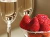 Клубника в состоянии предотвратить пагубное воздействие алкоголя на желудок