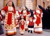 На Сардинии покупателей в национальных костюмах обслуживали со скидкой