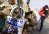 Итальянские власти уберут с римского моста «замки любви»