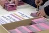 """Выборы в Италии: самый пожилой избиратель, вор и """"фото на память"""""""