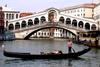 В Венеции разрушается знаменитый мост Риальто