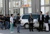 На журналиста популярной телепрограммы «Le Iene» напали китайцы