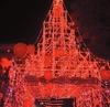 В провинции Салерно зажгла огни дизайнерская ель с панорамной террасой на крыше