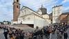 Турин во власти паломников: 19.000 верующих уже успели увидеть туринскую Плащани