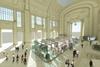 Миланский вокзал: стеклянный тунель с магазинами и антимошеннический барьер на Ц