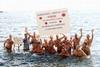 В Неаполе прошел новогодний морской заплыв
