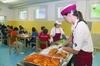 В одной итальянской школе родители не заплатили взнос за столовую и детям на обе