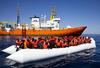 """42 мигранта, которые были на борту корабля """"Diciotti"""", готовы принять участие в"""