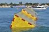 В Венеции установлена первая экспериментальная мобильная плотина
