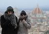 Италию продолжает сковывать холод и накрывать снег