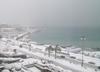 В Италии из-за обильных снегопадов на многих дорогах парализовано движение, но в
