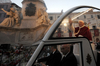 Бенедикт XVI молится об общем благе статуе Девы Марии