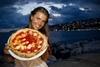 В Неаполе изготовили пиццу в форме евро