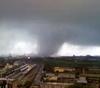 Смерч и молния над заводом ILVA в Таранто: ранения и разрушения