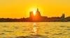 В Венеции японский турист занялся серфингом на Гранд-канале