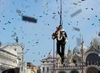 Вчера на Венецианском карнавале побывало 140 тысяч человек