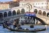 Венеция названа самым дорогим городом для туристов в Европе