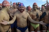 Новый Год: в Виареджио готовятся к традиционному заплыву в море в карнавальных м