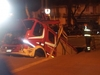 На улице Реджо-Калабрии пожарный автомобиль провалился под землю