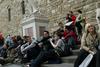 Власти Флоренции примут меры против любителей отдыхать на ступеньках церквей и и