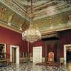 В Королевском дворце Неаполя можно полюбоваться на свежеотреставрированный трон