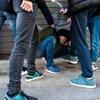 В Лекко хулиганы жестоко избили итальянца, пытавшегося защитить сына от издевате