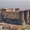 В замке Маскио Анджоино в Неаполе были случайно обнаружены ценные холсты XIV век