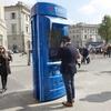 Флоренция, высокотехнологичная телефонная будка