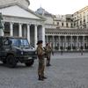 В Риме марокканец облил бензином автомобиль военных и попытался поджечь его