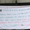 """""""Нам надоело жить в этом дерьмовом отеле"""": 35 мигрантов протестуют на озере Гард"""