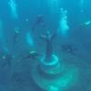 Подводную статую «Христос из бездны» начали очищать