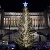 """""""Грустная, уродливая, облезлая"""": жители Рима и туристы возмущены рождественской"""