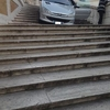 Итальянец за рулем авто попытался спуститься по Испанской лестнице в самом центр