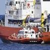 """Одиссея """"Aquarius"""": корабль с мигрантами сменил курс и направляется к Сардинии"""