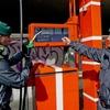 В Неаполе закрыли две АЗС, на которых недоливали бензин