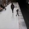 В Милане 18-летний парень спас ребенка, упавшего на рельсы на станции метро