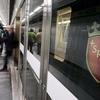 В римском метро у поезда на полном ходу отвалилась дверь