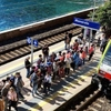 На ж/д станции Манарола туристка едва не попала под поезд, позируя для селфи