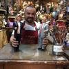 В Неаполе создали статуэтки Дональда Трампа и Хиллари Клинтон для традиционного
