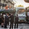 В Милане автобус, проехавший на красный свет светофора, столкнулся с трамваем